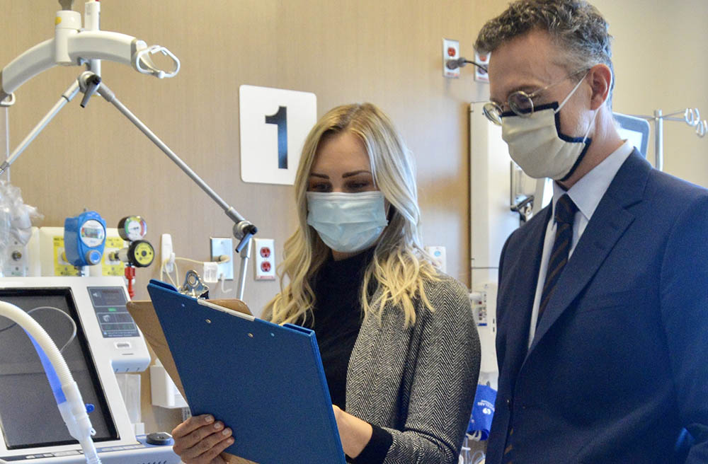 Intensive care nurse Maggie Wilson confers with Dr. Ryan Zarychanski.